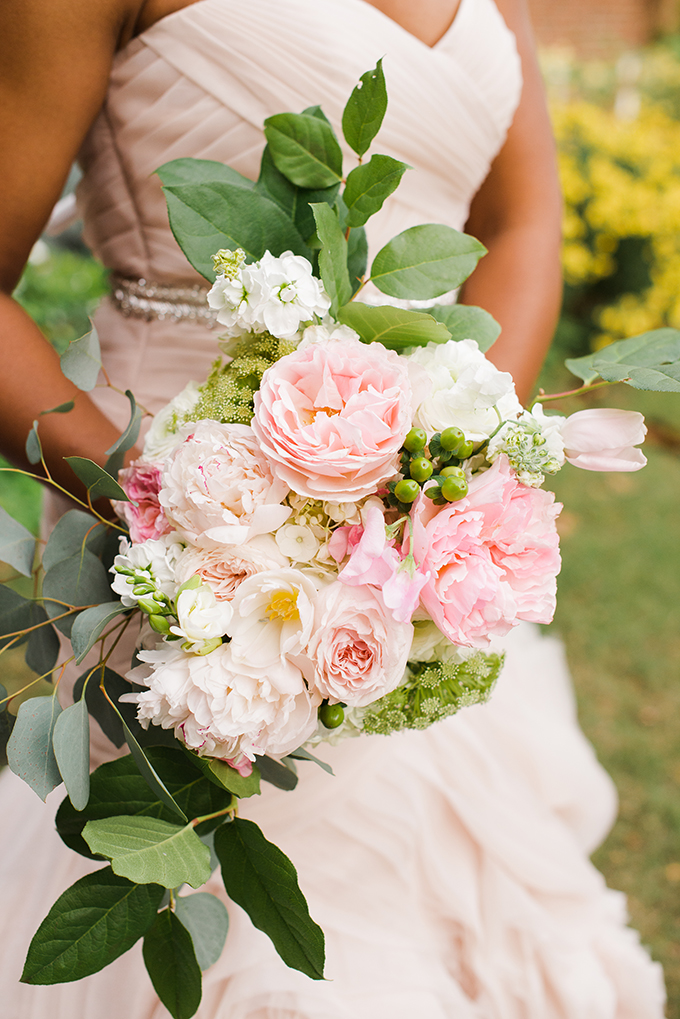 lush pink bouquet | Kimberly Florence Photography | Glamour & Grace