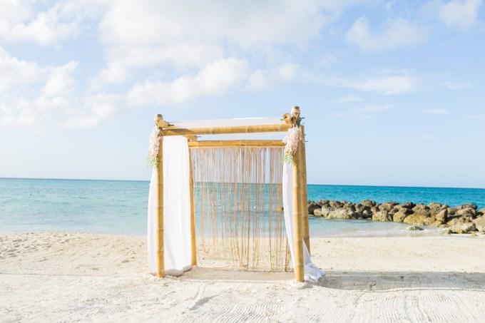Sandals Royal Bahamian | ©AlexisJuneWeddings | Glamour & Grace