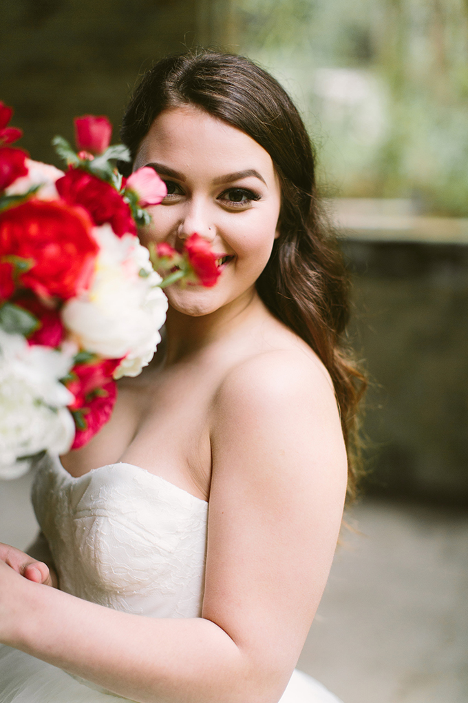 romantic bridal portraits | Lora Grady Photography | Glamour & Grace