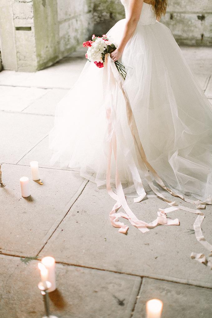 romantic bridal portraits   Lora Grady Photography   Glamour & Grace