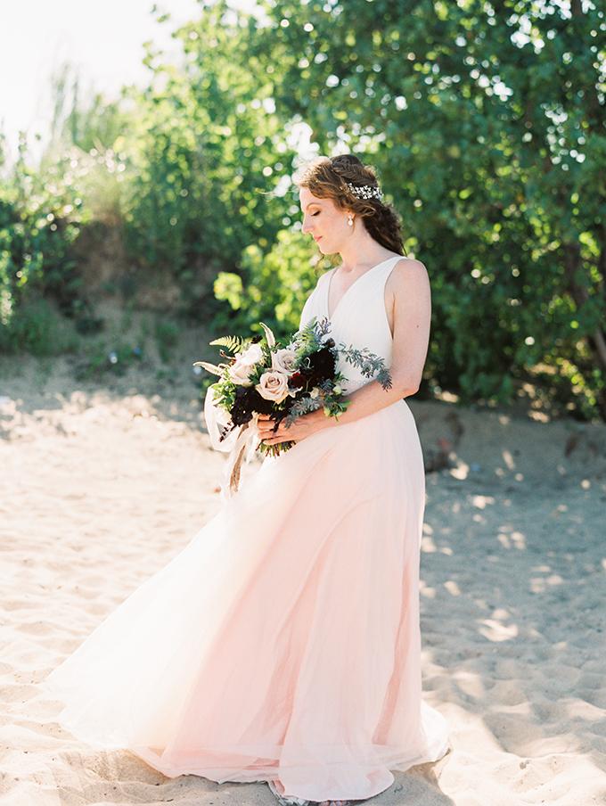 elegant romantic beach wedding inspiration | Erin Stubblefield | Glamour & Grace