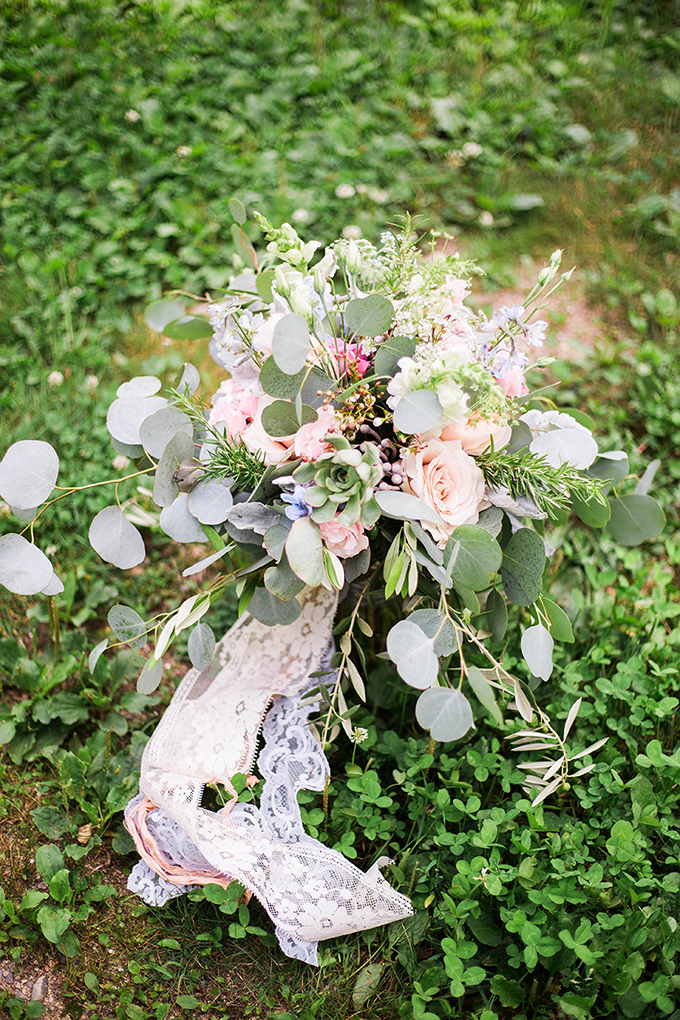 pink lace bouquet | Julie K. Gray Photography | Glamour & Grace