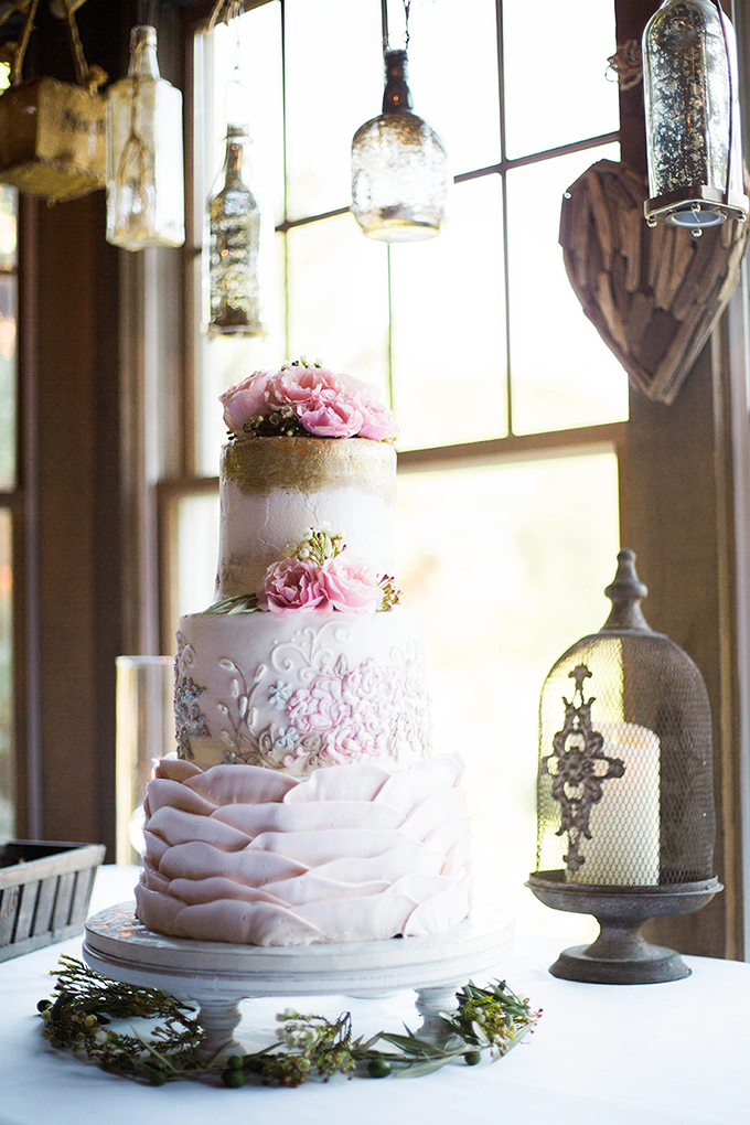 pink and gold wedding cake | Julie K. Gray Photography | Glamour & Grace
