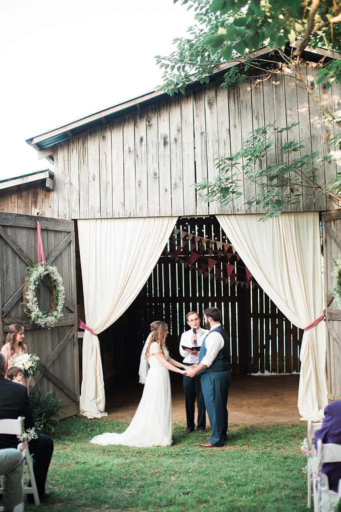 vintage barn wedding | Lindsay Campbell Photography | Glamour & Grace-14