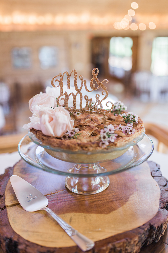 wedding pie | Megan Lee Photography | Glamour & Grace