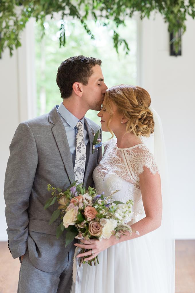 sweet pastel mountain wedding | Laura Barnes Photo | Glamour & Grace