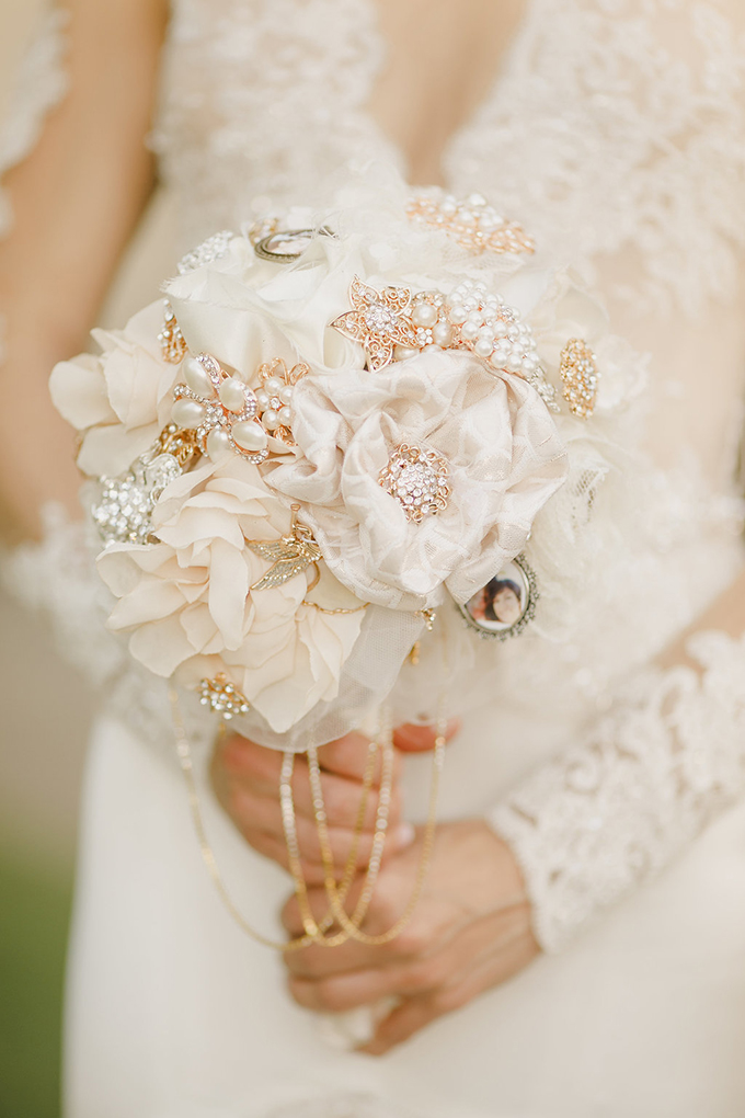 vintage brooch bouquet | Kristen Booth Photography | Glamour & Grace