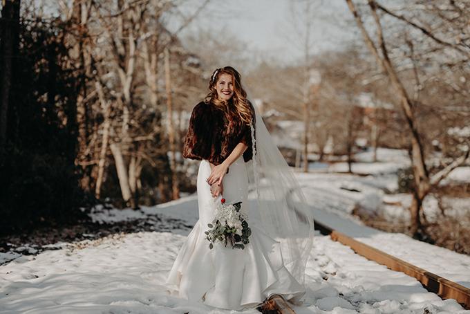 fun Christmas wedding | Aline Marin Photography | Glamour & Grace