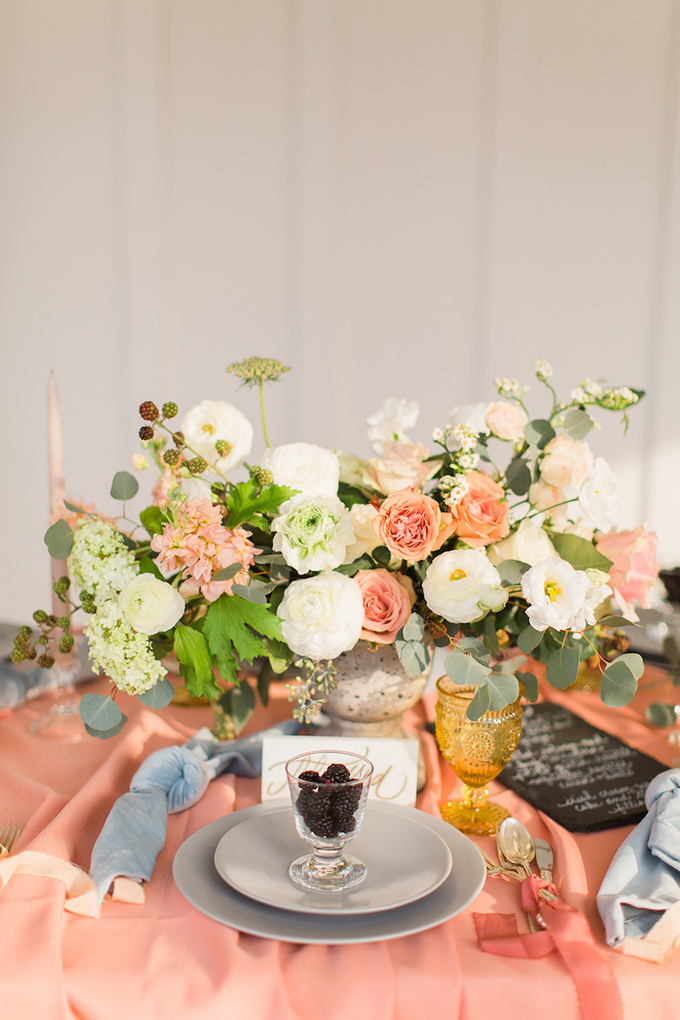 summer coral wedding ideas   The Cotton Collective   Glamour & Grace