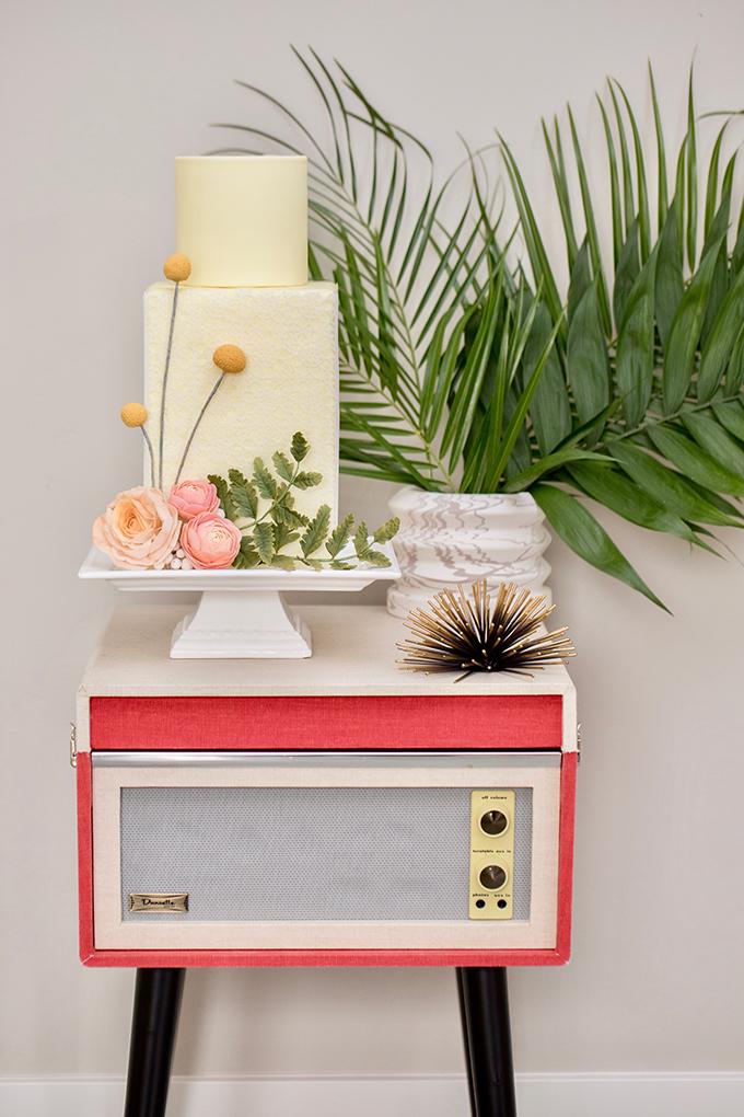 tropical retro wedding ideas | Breanna White | Glamour & Grace