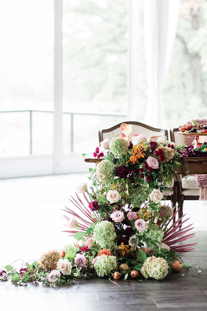 lush jewel tone fall wedding ideas | Photography by Lauryn | Glamour & Grace