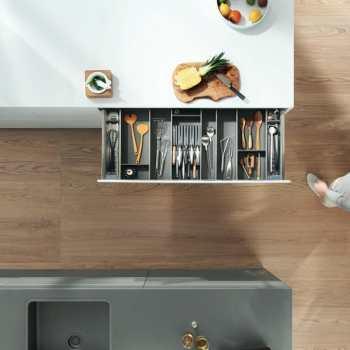 Cozinha planejada sob medida, moderna e bem organizada
