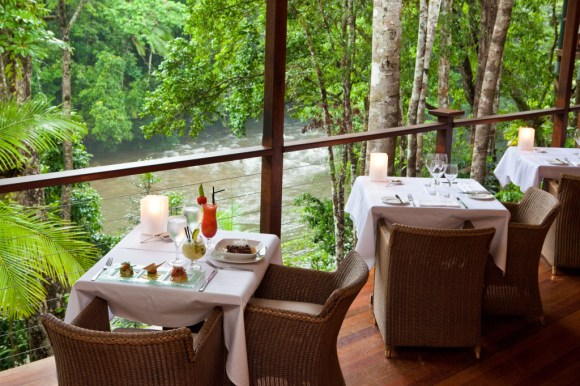25 Riverview dining
