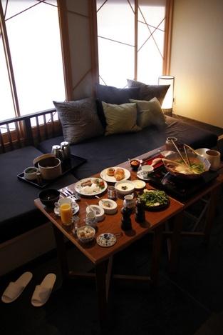 07_HoshinoyaKyoto-breakfast in bed
