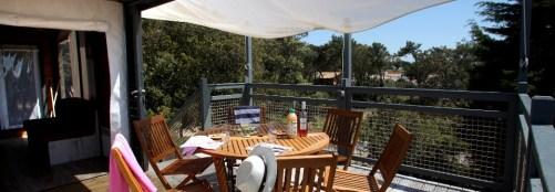 Terrasse Skipper au glamping Domaine le Midi à Barbatre en Vendée