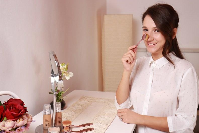 Cele mai multe femei aplică fondul de ten cu degetele : Uite de ce e momentul să nu mai faci asta