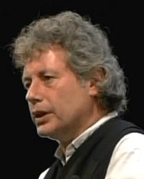 Geb. 1958 in Turin, Studium der Philosophie und Musikwissenschaft, anschließend in der Werbebranche sowie als Journalist, Schriftsteller und Herausgeber tätig, mehrfach mit Preisen ausgezeichnet: Alessandro Baricco