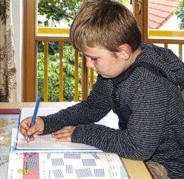 Schulkinder - Bildungssystem - Hausaufgaben - Schulfächer - Schreiben lernen - Glarean Magazin