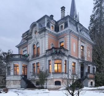 """Jährlich erhalten 15 Nachwuchsschriftsteller die Möglichkeit zu einem 3-jährigen Studiengang """"Literarisches Schreiben"""": Das Schweizerische Literaturinstitut in Biel"""