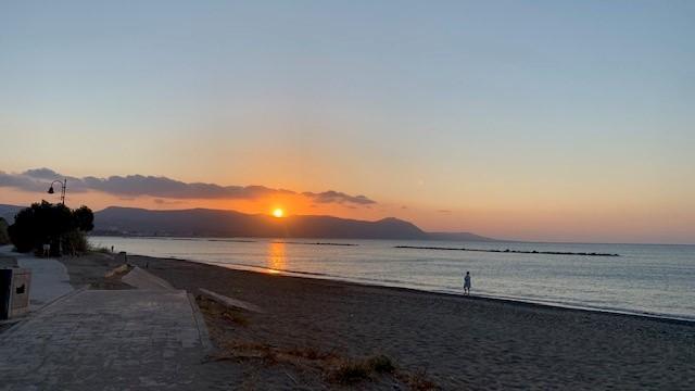 Romantischer Sonnenuntergang über der Akamas-Halbinsel im Norden Zyperns