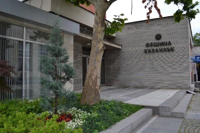 Стара Загора: Община Казанлък продължава и през 2019 година политиката си за обновяване на училищни физкултурни салони и игрища