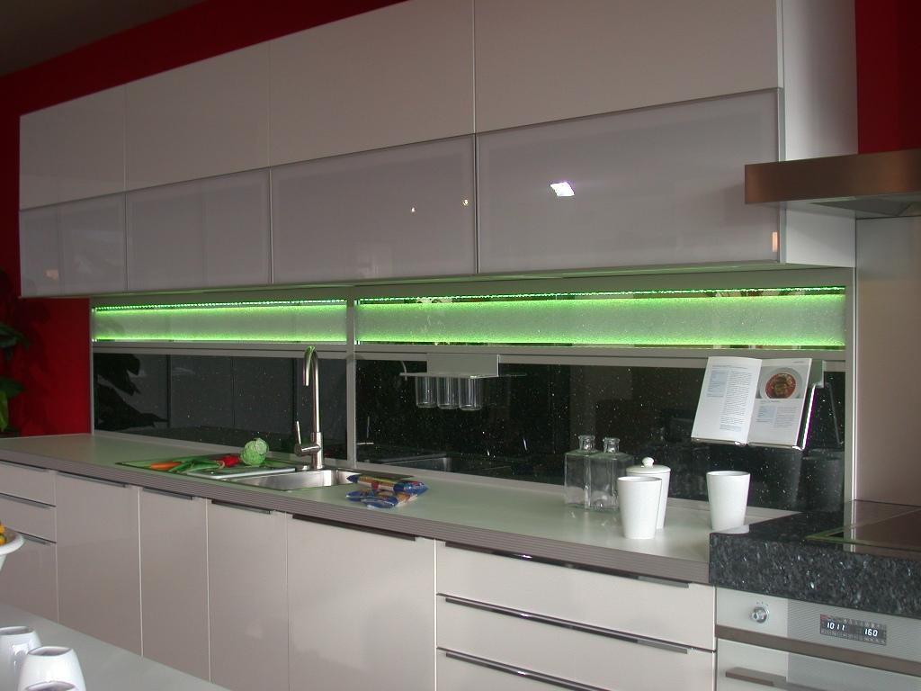 Kuchenruckwand Glas Beleuchtet Kuchenruckwand Aus Esg Getontes