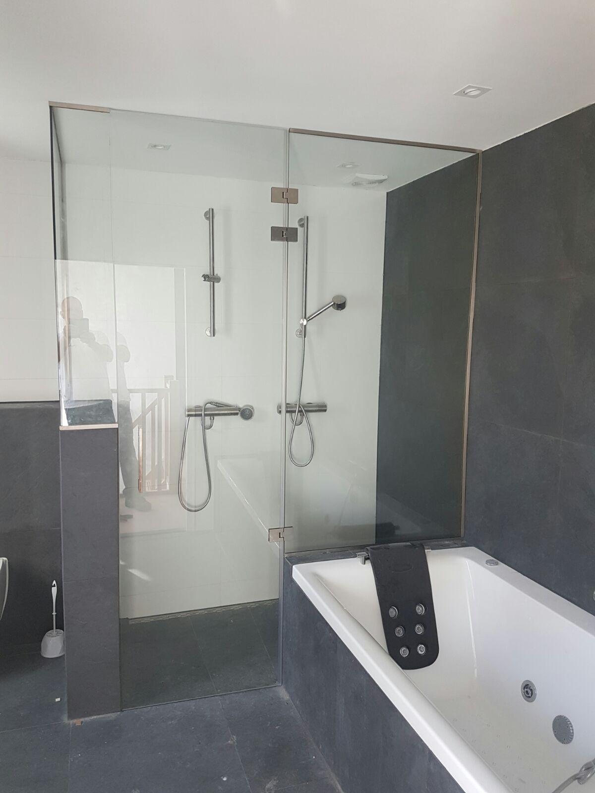 Douchecabine met douchedeur op maat gemaakt  Glasbestellennl