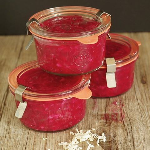 rote Bete Salat mit Meerrettich im Glas