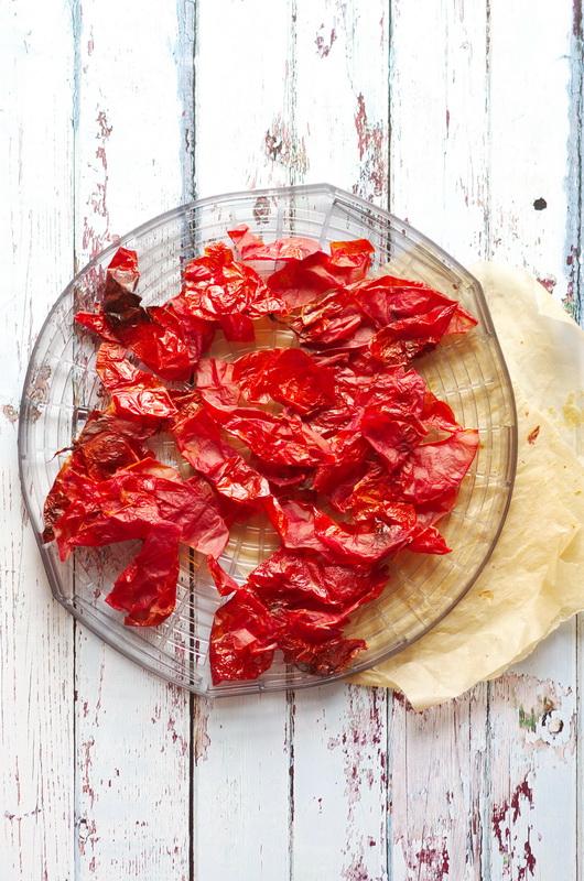 Tomatenschalen nach dem Trocknen