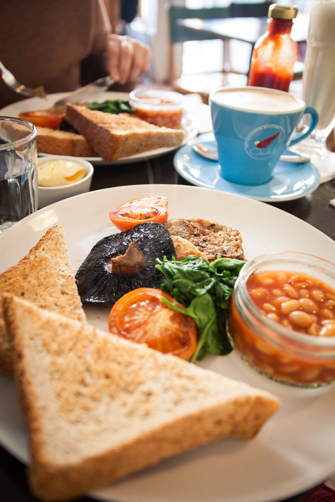 Do you love a good breakfast? Then Glasgow is the right city for you! These seven gorgeous places for vegan breakfast in Glasgow will water your mouth!