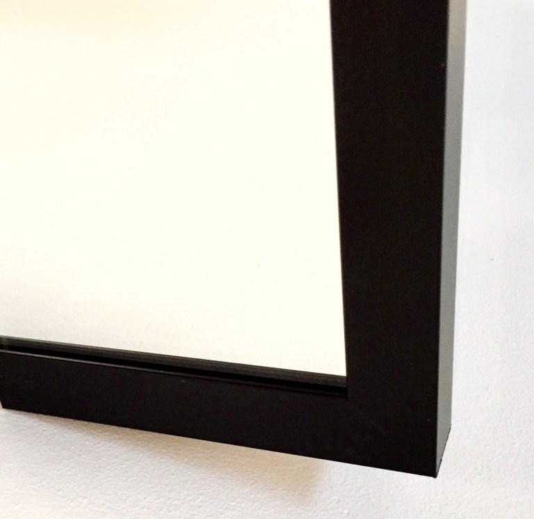 Glas med svart ram