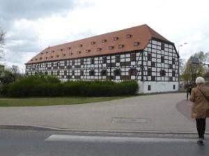"""Gorzów Wielkopolski, Muzeum Lubuskie im. Jana Dekerta, Standort """"Speicher"""" am Ufer der Warthe. Hier ist die Edelmann-Retrospektive bis zum 29. Mai 2016 zu sehen. (Foto: Ruth Fabritius)."""