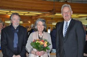 Udo und Chris Edelmann mit Bürgermeister Stefan Raetz bei der Ausstellungseröffnung