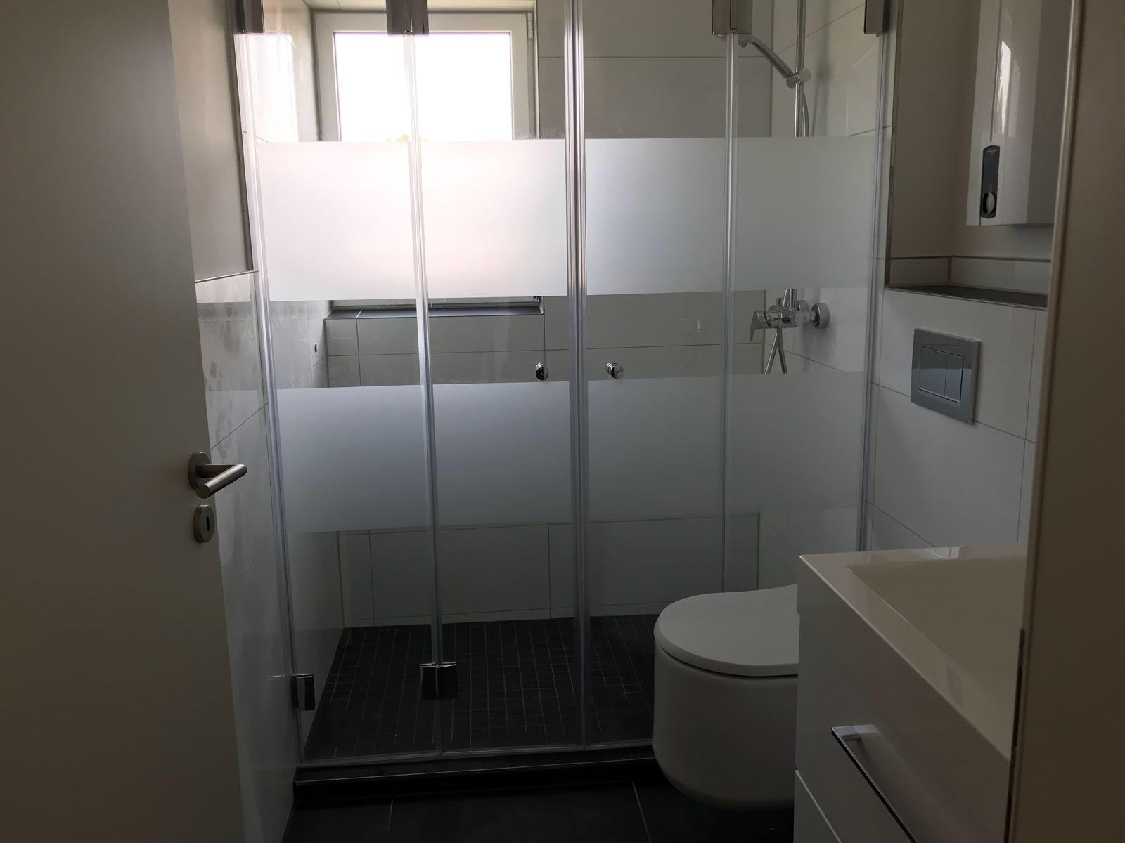 Farfalla Dusche 2 Doppeltüren 180° zum wegfalten Glaselemente komplett zum wegfalten mit Folierung. Individuelle Lösung für Ihr Bad.