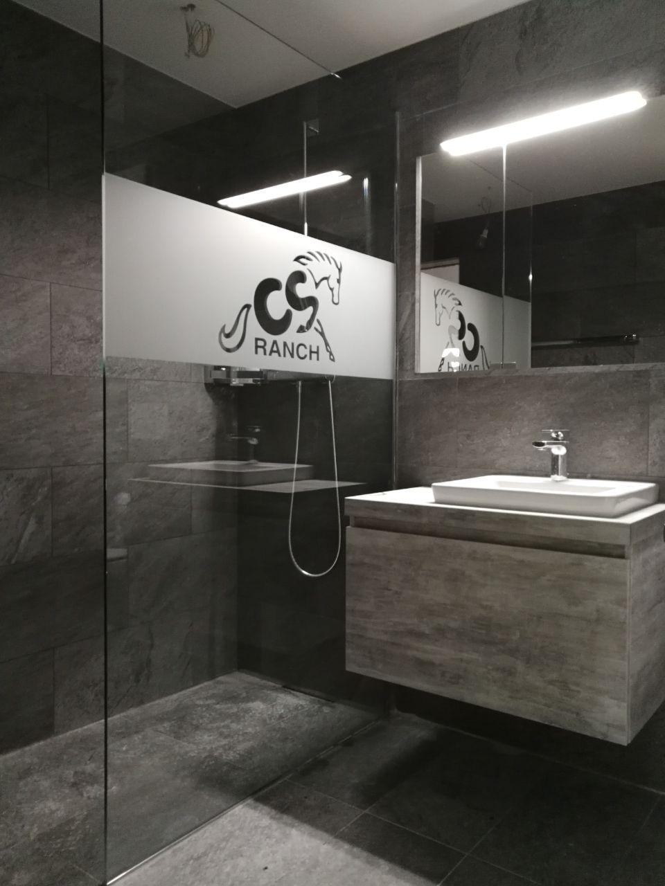 individuell Folierung einer Walk In Duschwand