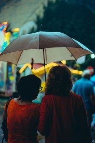 2014-online_0864_red-in-the-rain_001