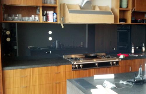 GreatGlazing Kitchen black backsplashes  Glass Magazine