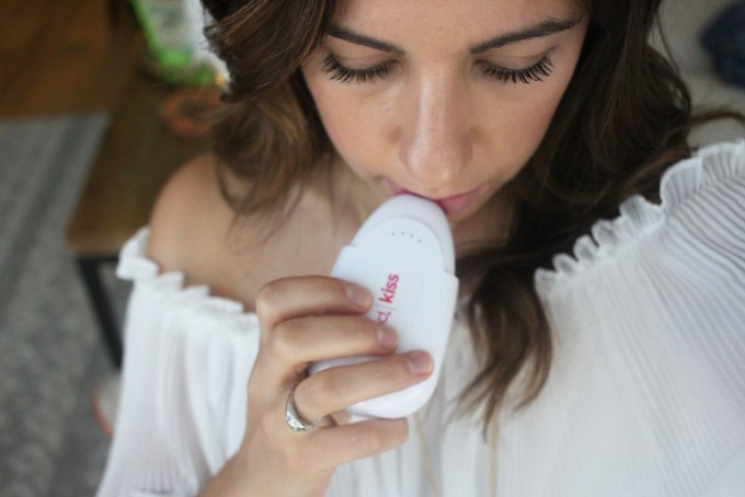 Lifestyle blogger Roxanne of Glass of Glam's review of the PMD Kiss lip plumping device