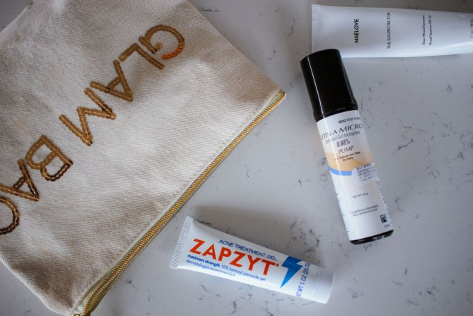 Lifestyle blogger Roxanne of Glass of Glam's acne skincare routine with zapzyt