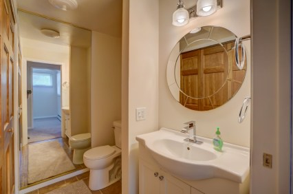 Upper Level 1/2 Bath & W/D