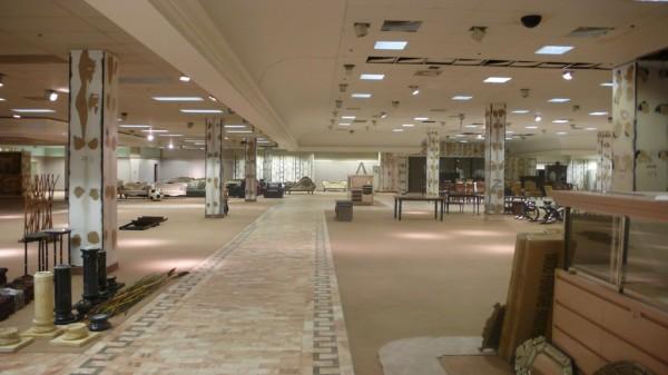 100000sf Defunct Mall Open for Artistic Colonization in