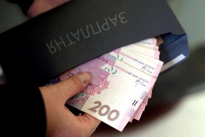 Зарплата 100 тысяч гривен и больше: кому в Украине готовы платить столько денег