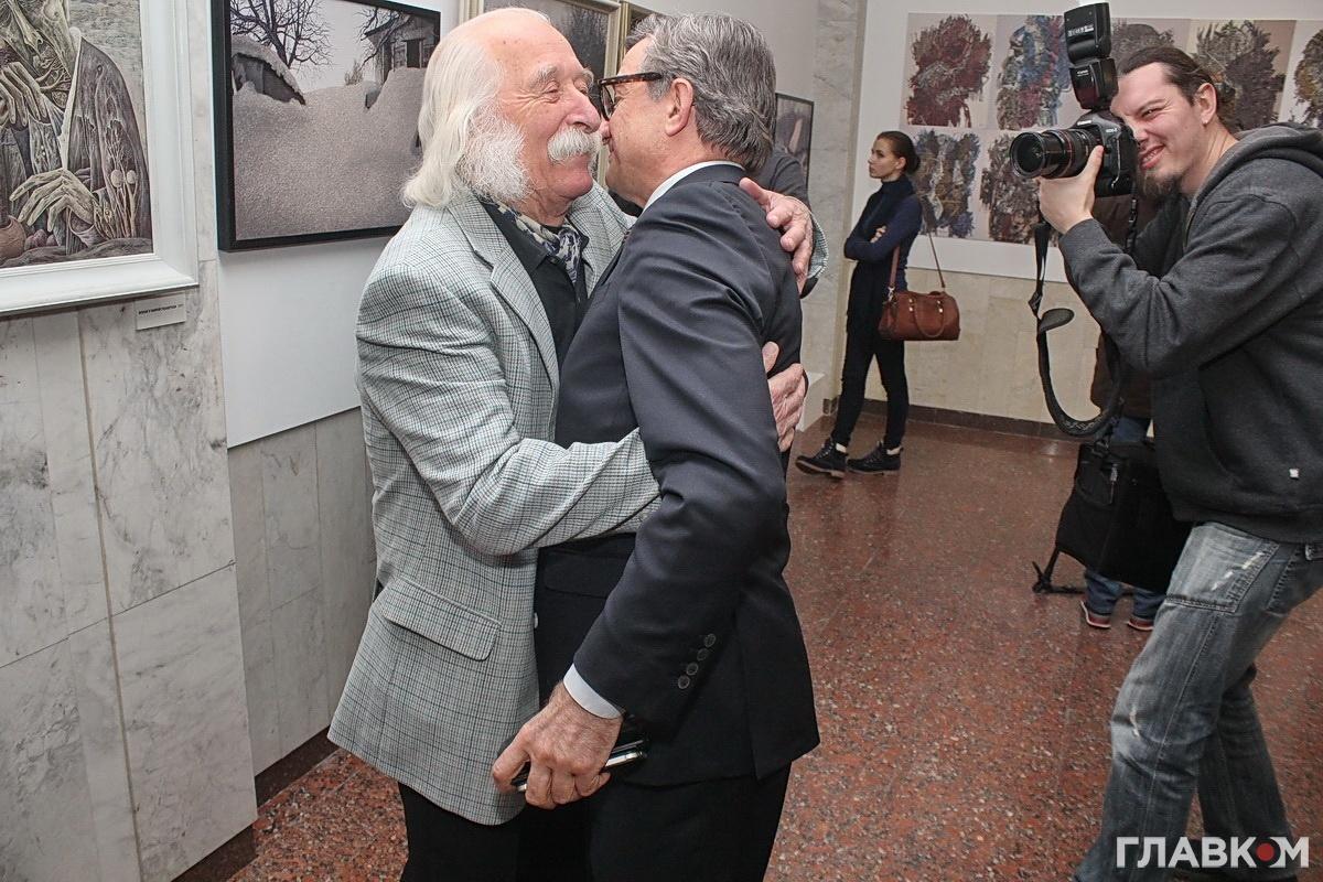 Іван Марчук вітається з Сергієм Тарутою
