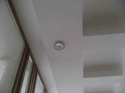 Аккуратные выходы системы вентиляции в коттедже
