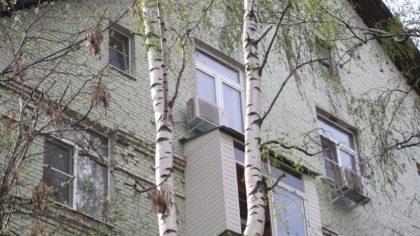 Внешние блоки кондиционеров на внешней стене здания