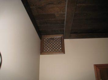 Элегантная вытяжка системы кондиционирования и вентиляции в загородном доме