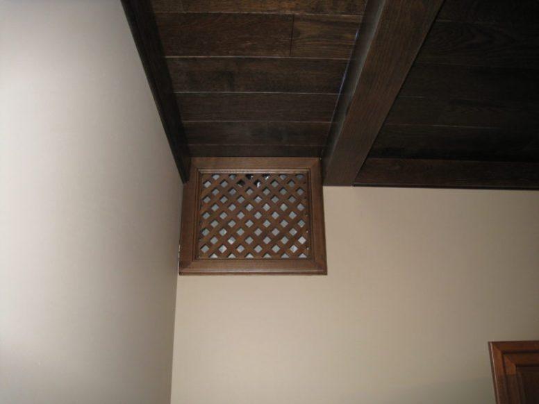 Элегантная вытяжка системы кондиционирования и вентиляции в загородном коттедже