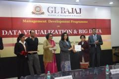 management-devemdp-on-data-visualization-big-data-45