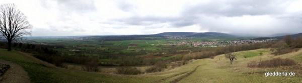 Panorama des Wiesenttals vom Walberla gesehen.