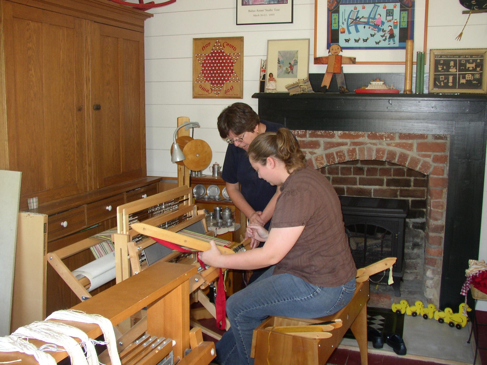 Lynn Pownell teaches me how to work the loom